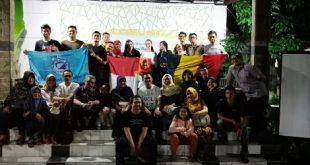 Irma dan Sanne foto bersama relawan Binabud Chapter Pontianak