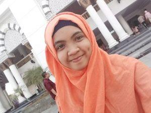 Dini Arini, Mahasiswi penerima beasiswa BAZNAS