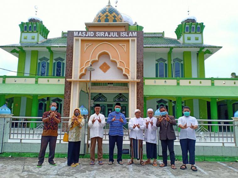 Foto tim Kanwil Kemenag Provinsi Kalimantan Barat dan BWI serta nazir plus Dewan Kemakmuran Mesjid Sirajul Islam Jumat 27.11.20 Ashar