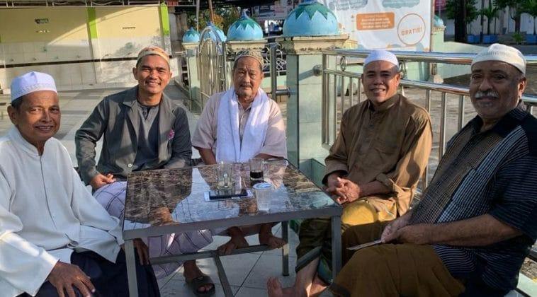 Pertemuan Tawaf Indonesia di halaman mesjid seusai rapat dan shalat subuh berjamaah. Selasa 221220.