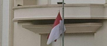 bendera setengah tiqang