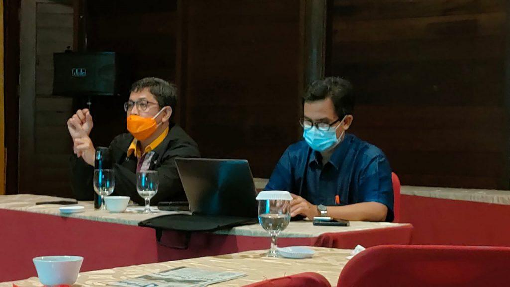 Direktur Pasca Sarjana IAIN Dr. Ismail Ruslan M.Si didampingi Prof. Dr.Ibrahim